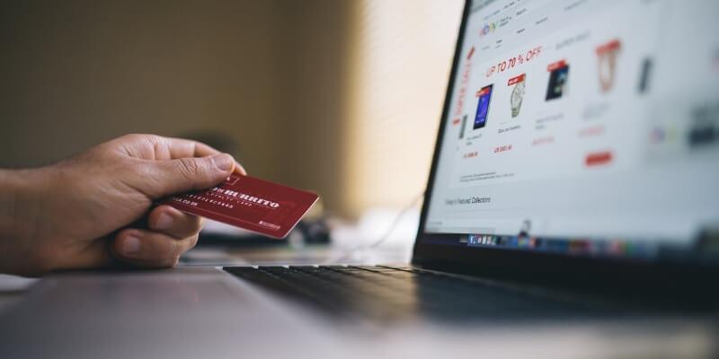 Bezpieczeństwo w sieci – czyli jak nie dać się okraść płacąc kartą online